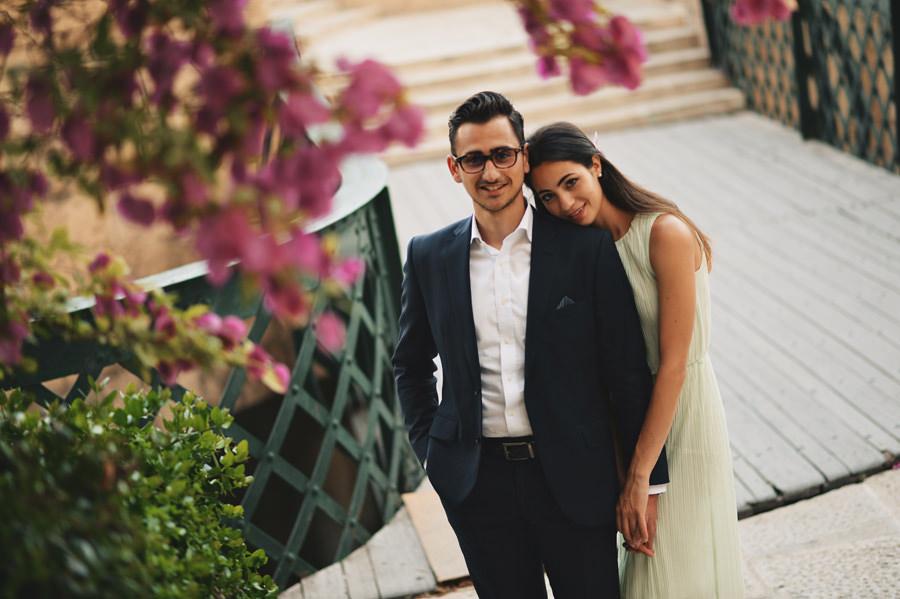 Engagement portrait in Valletta with flowers- Zácsfalvi Gyula