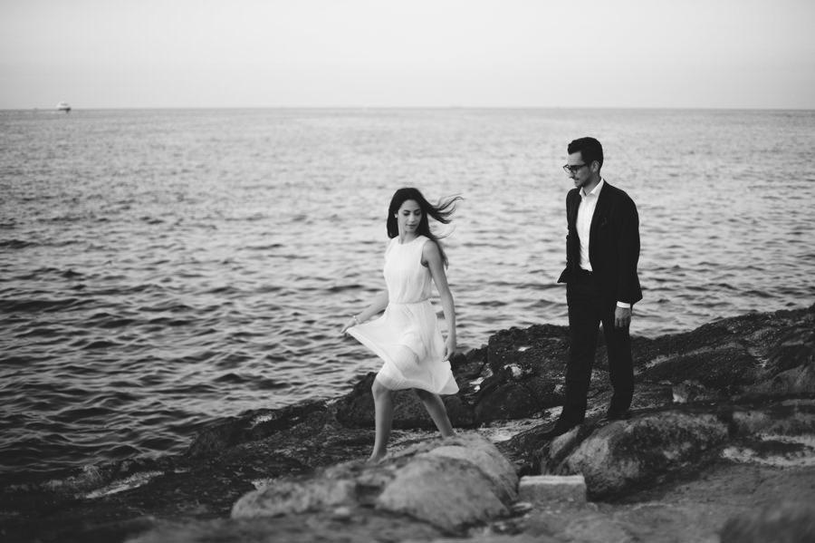Engagement portrait in Malta by the sea - Zácsfalvi Gyula