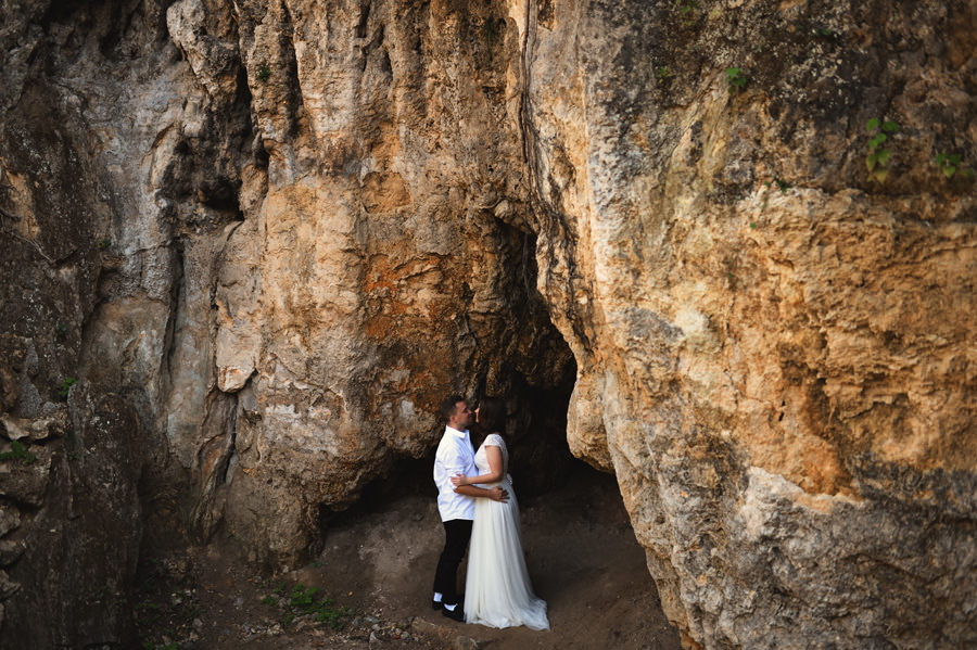 wedding couple with rocks