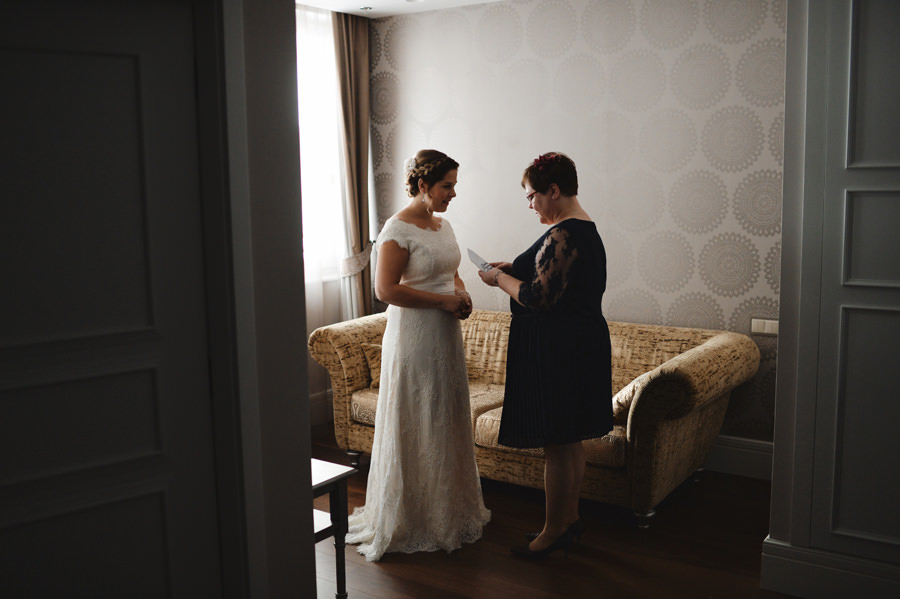 Bride and Mum moment