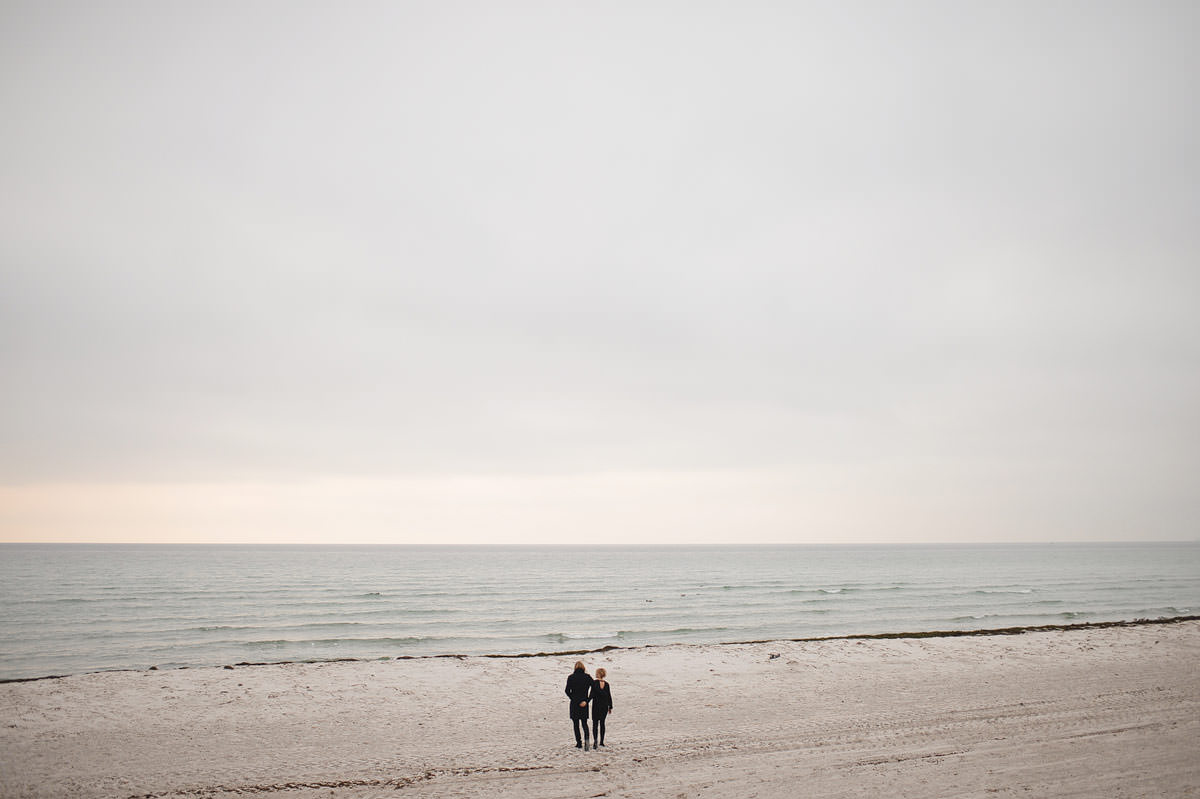 Malmo wedding photographer - scandinavian couple at skanor falsterbo on the beach