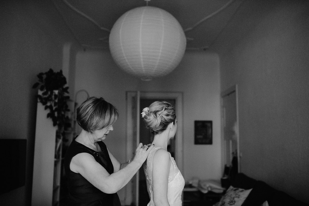 Bride getting ready in Berlin Wedding