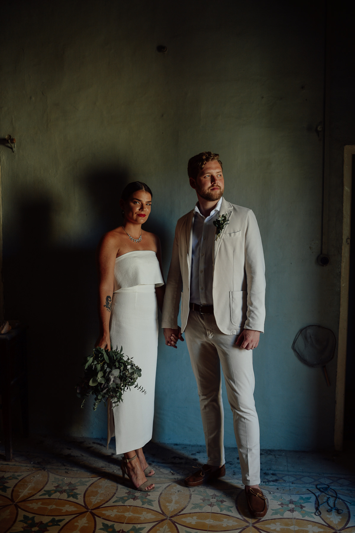 wedding couple in a dilapidated palace in Malta