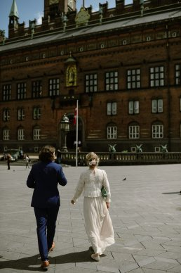 elopement Bride and Groom at Radhus City hall Copenhagen