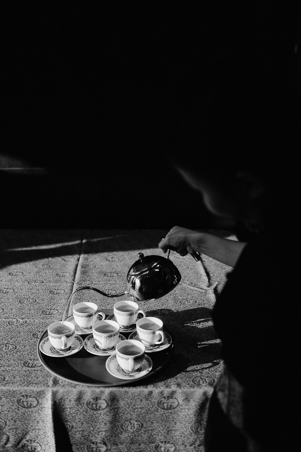 Tea ceremony in Singapore wedding, black and white