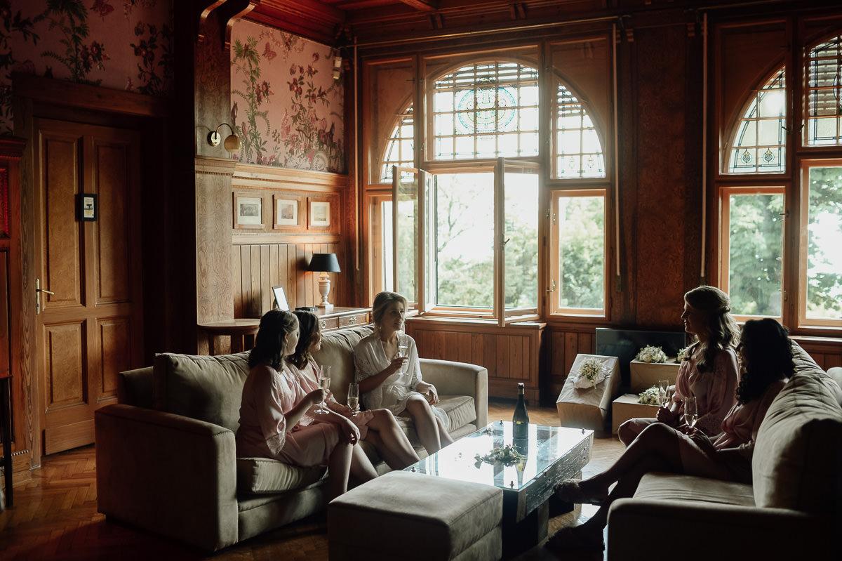 Bridesmaids cheers in beautiful Writer's villa wedding