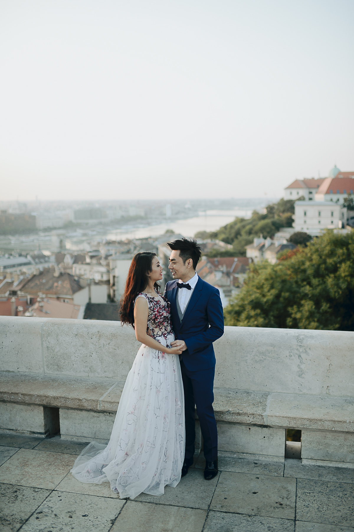 Pre-wedding photos in Budapest in the early morning