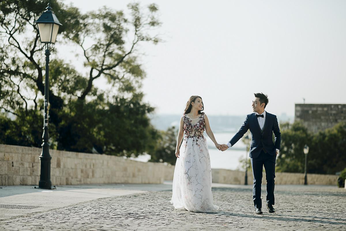 Pre-wedding photos at the Buda Castle at sun rise