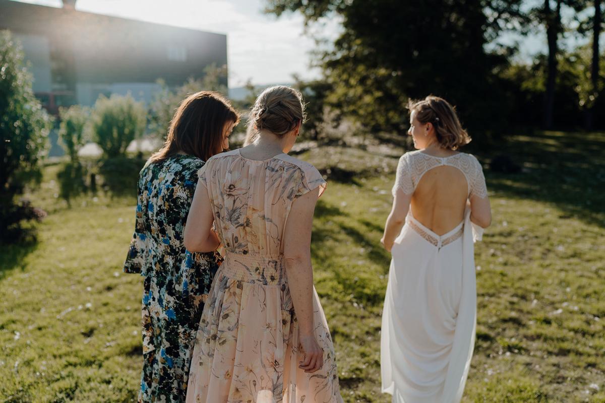 bridesmaids at Kalandahaus Esterhazy Winery wedding