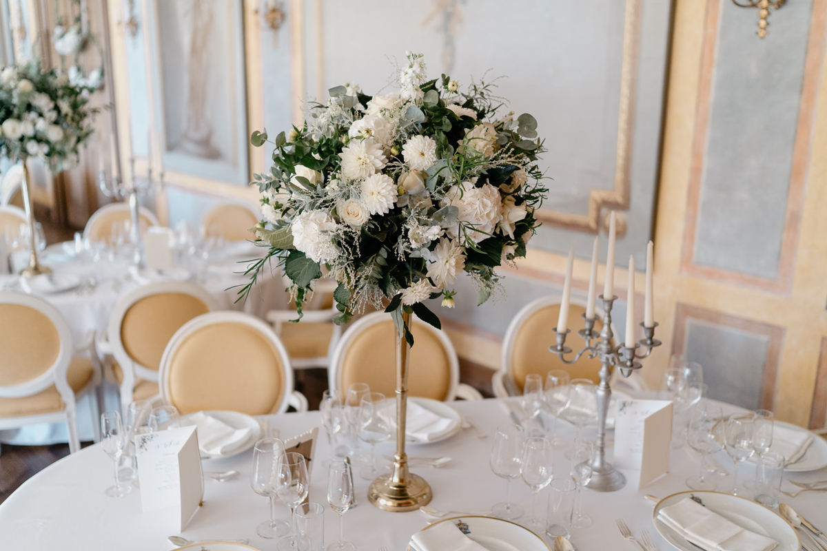 Ball room table decoration flowers Hotel Chateau Bela wedding