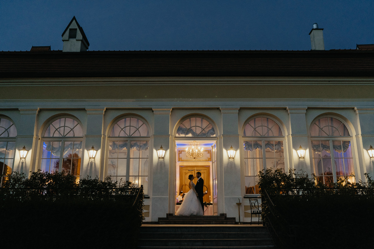 Wedding couple portrait in the evening in Hotel Chateau Bela