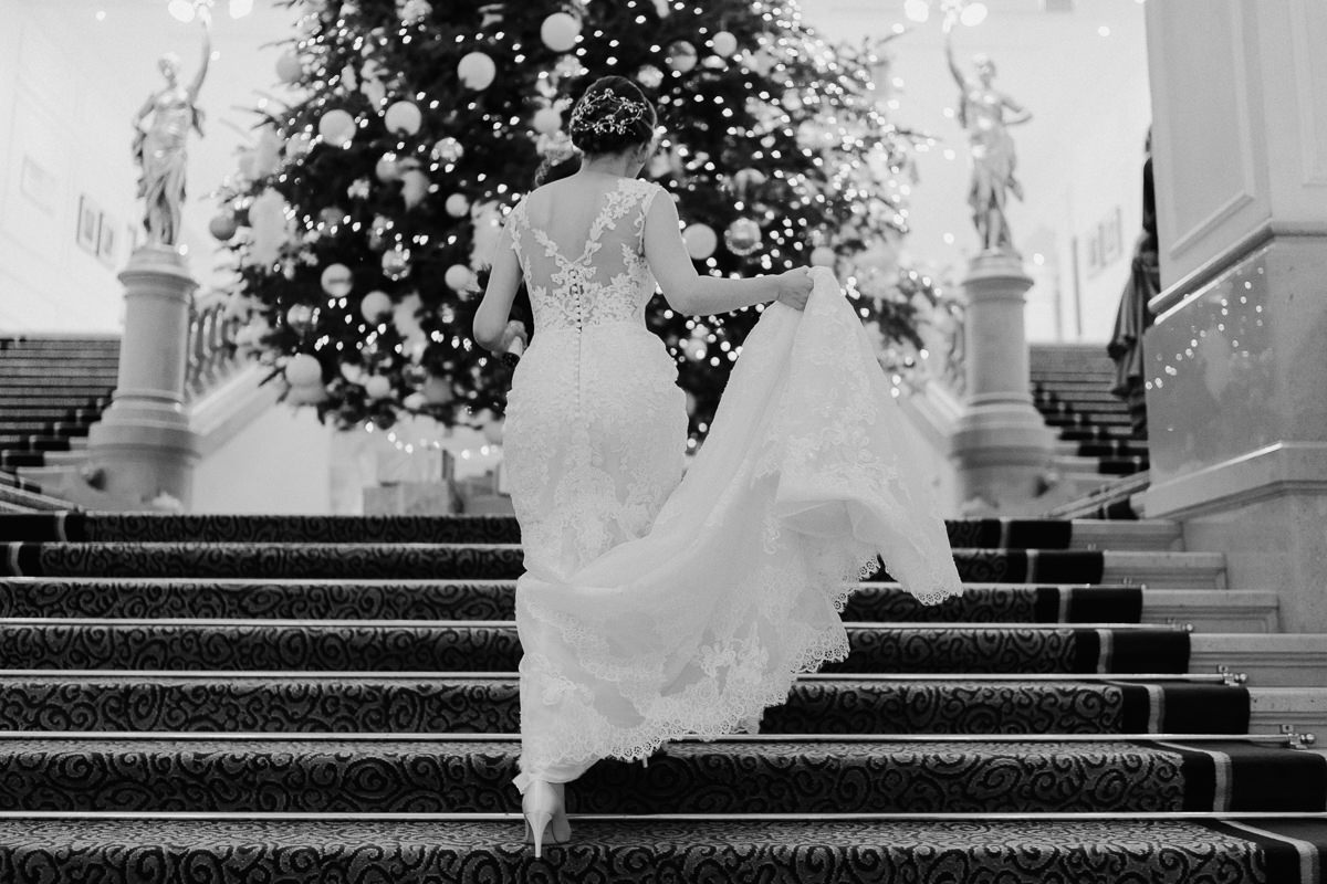 Winter wedding in Corinthia, bride walking