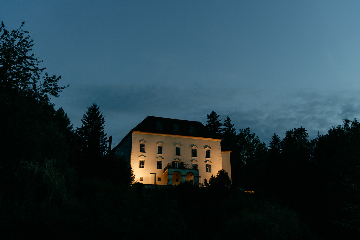 Schloss Ernegg at night
