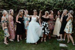 Esküvői csoportképek kreatív fotózása hogyan
