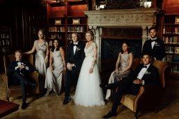 Esküvői csoportkép kreatív beállított