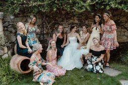 creative dolce gabbana like wedding group photo ideas