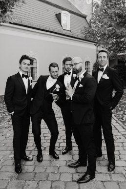 groomsmen wedding group photo