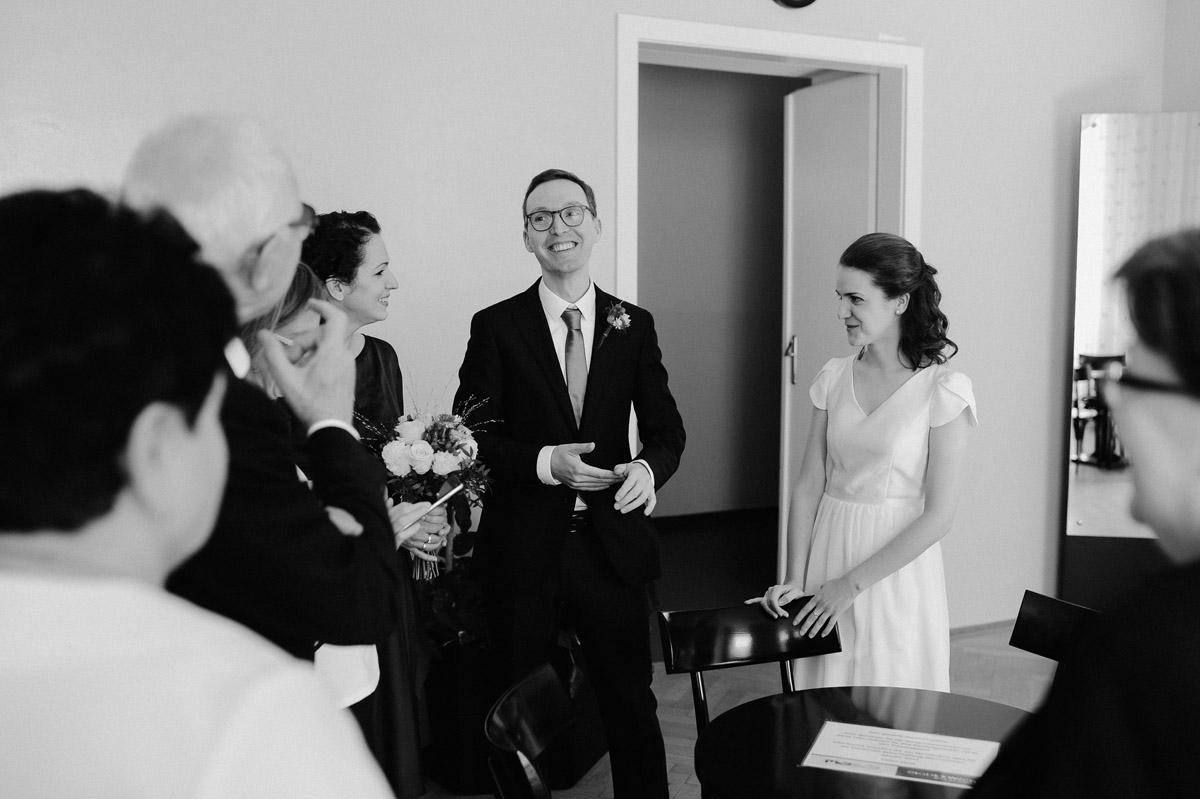 Wedding guests in Standesamt innere Stadt
