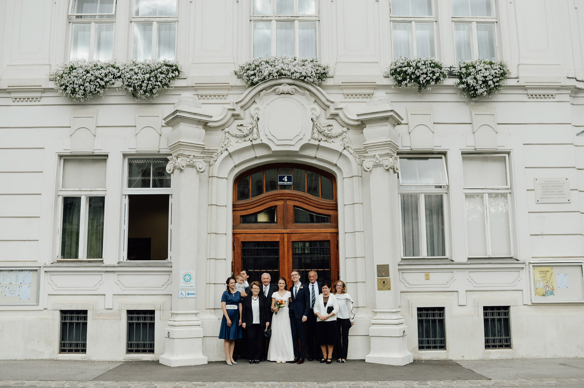 group photo in front of Standesamt innere Stadt Vienna