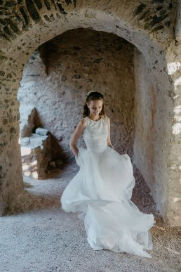 Szent Balázs templomrom kreatív menyasszonyi fotó